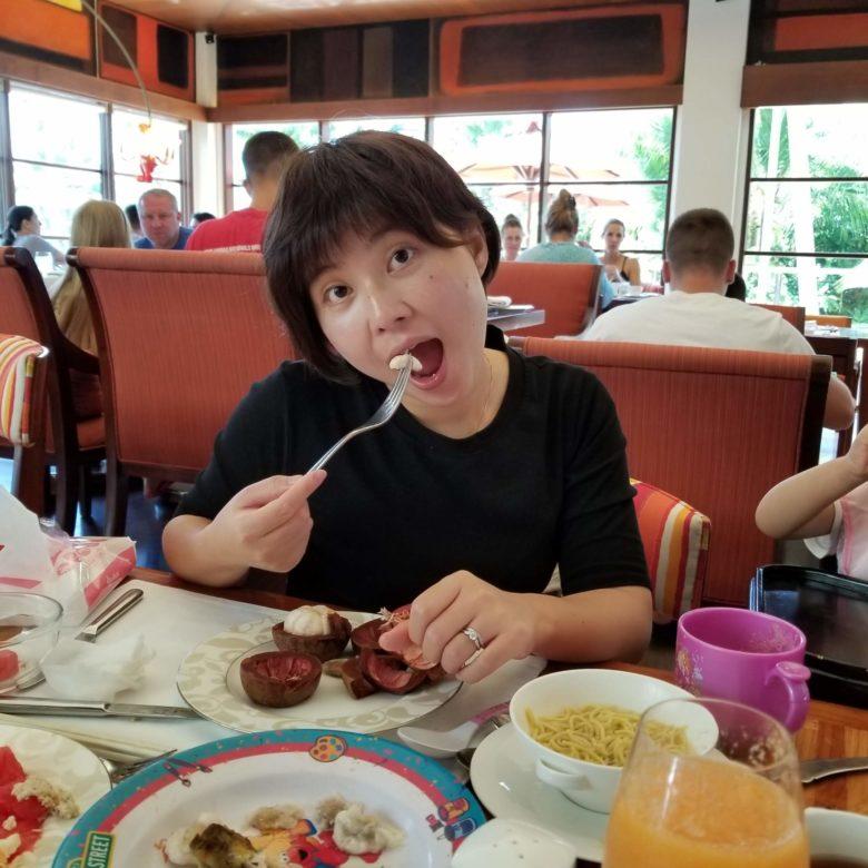 りっちゃん ボネカ セントレジスバリ 朝食 マンゴスチン
