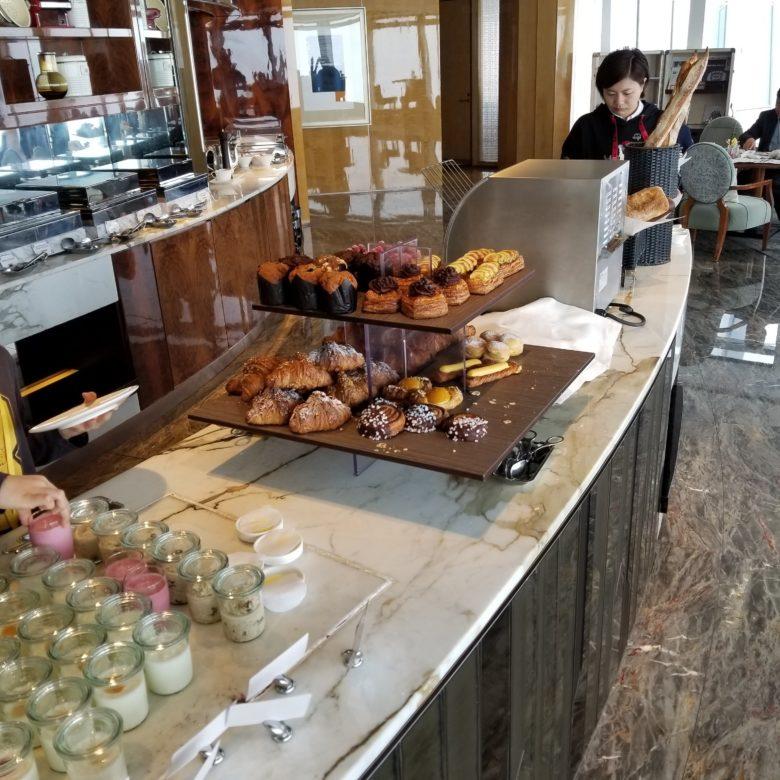 リッツカールトン香港のクラブラウンジの朝食のパン