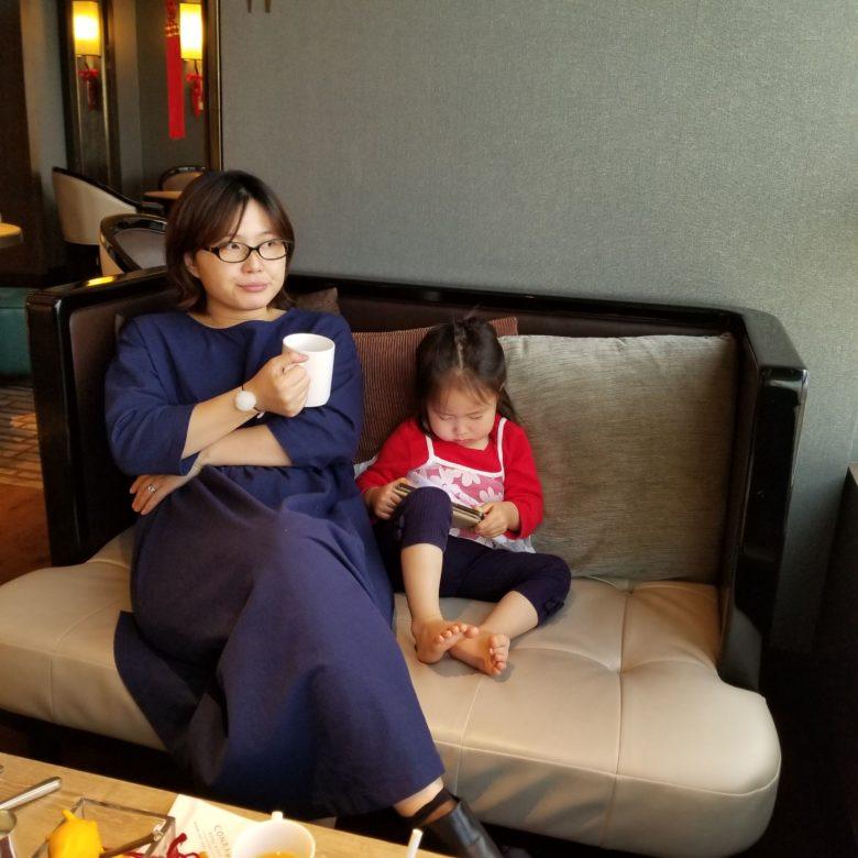 コンラッド香港のエグゼクティブラウンジのカクテルタイムのりっちゃん