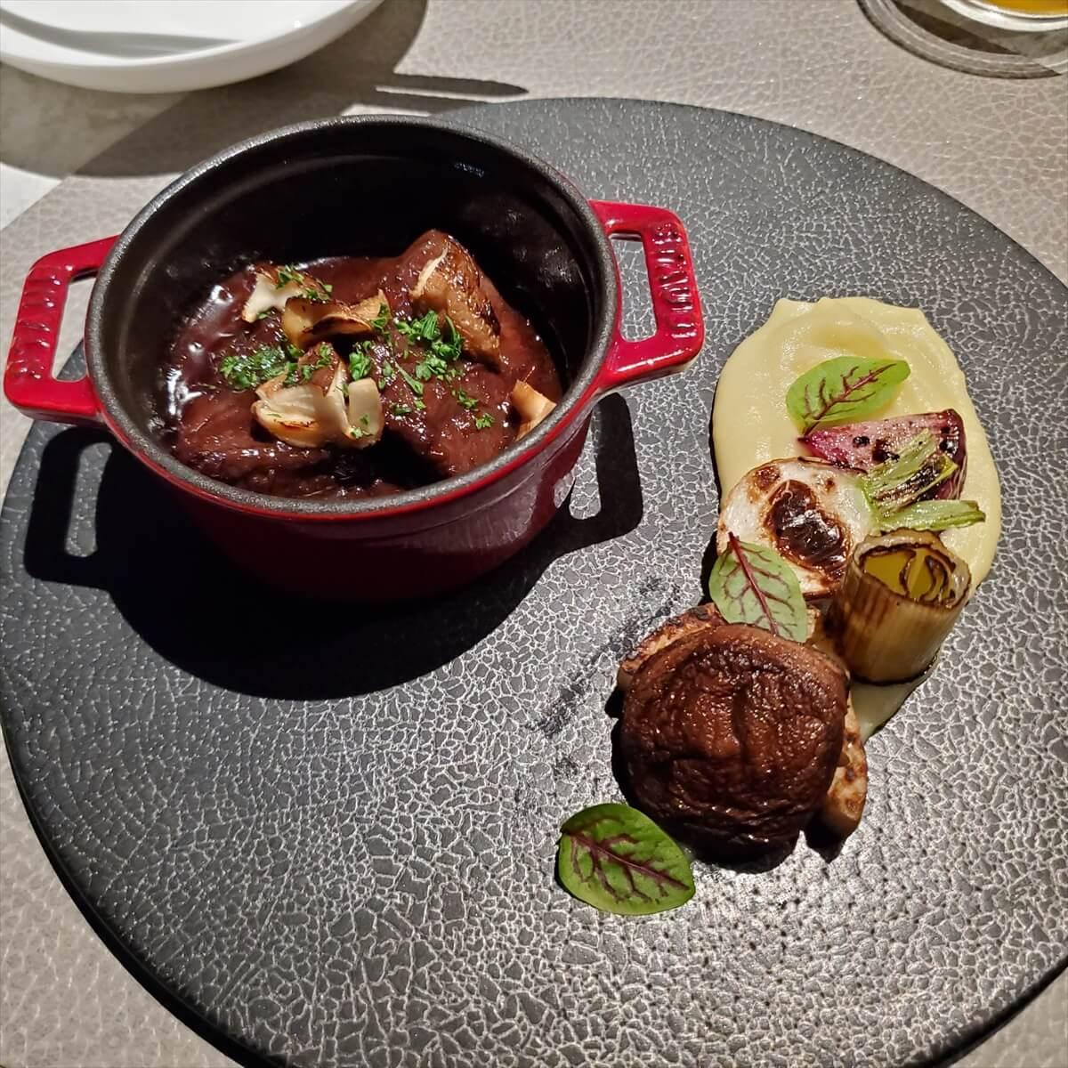 ACホテル銀座のACキッチンでのディナーの和牛頬肉のワイン煮