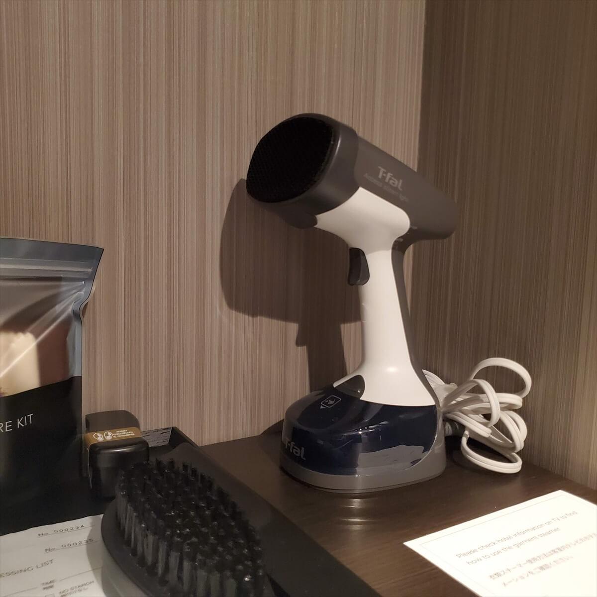 ACホテル銀座のプレミアスーペリアキングに置いてあるティファールの衣類スチーマー