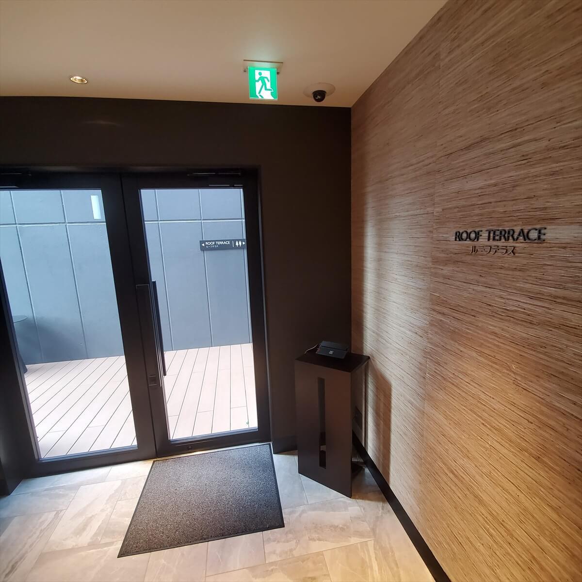 ACホテル銀座屋上のルーフテラスの入り口