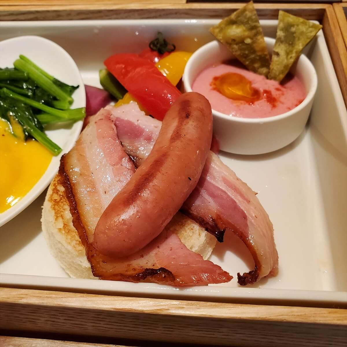 リッツカールトン日光の朝食のエッグベネディクトのイングリッシュマフィン