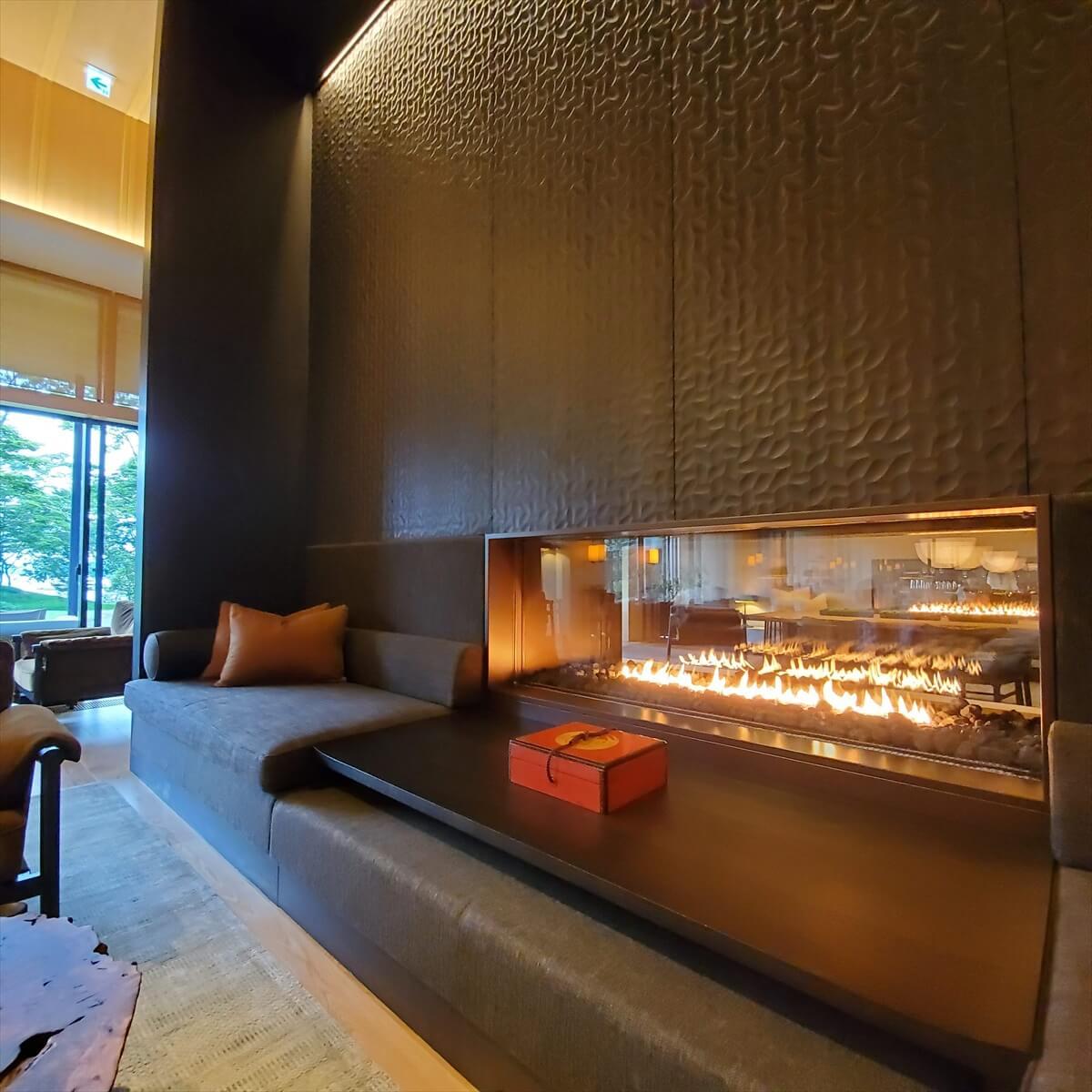 リッツカールトン日光のザ・ロビーラウンジの暖炉