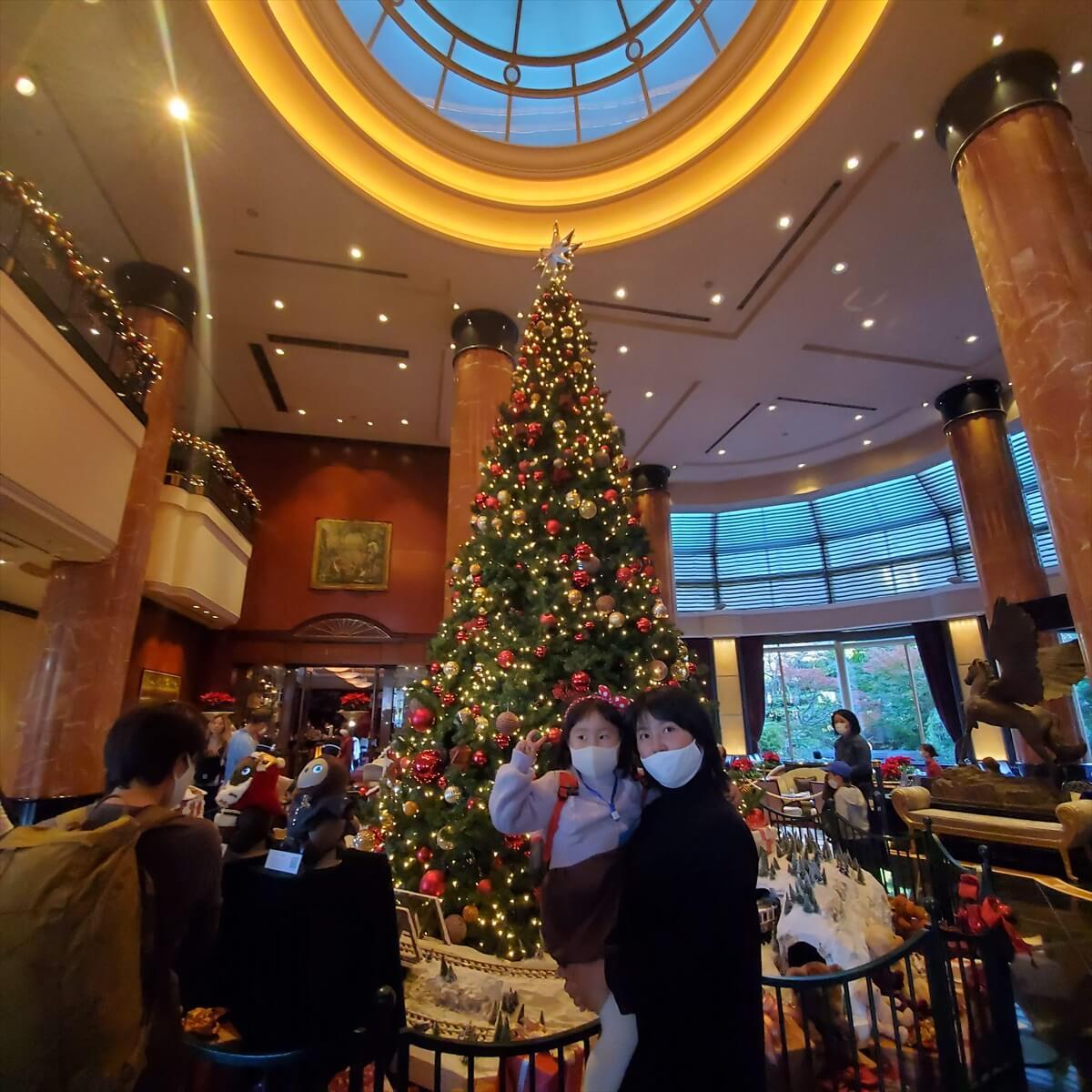 ウェスティンホテル東京のロビーのクリスマスツリー