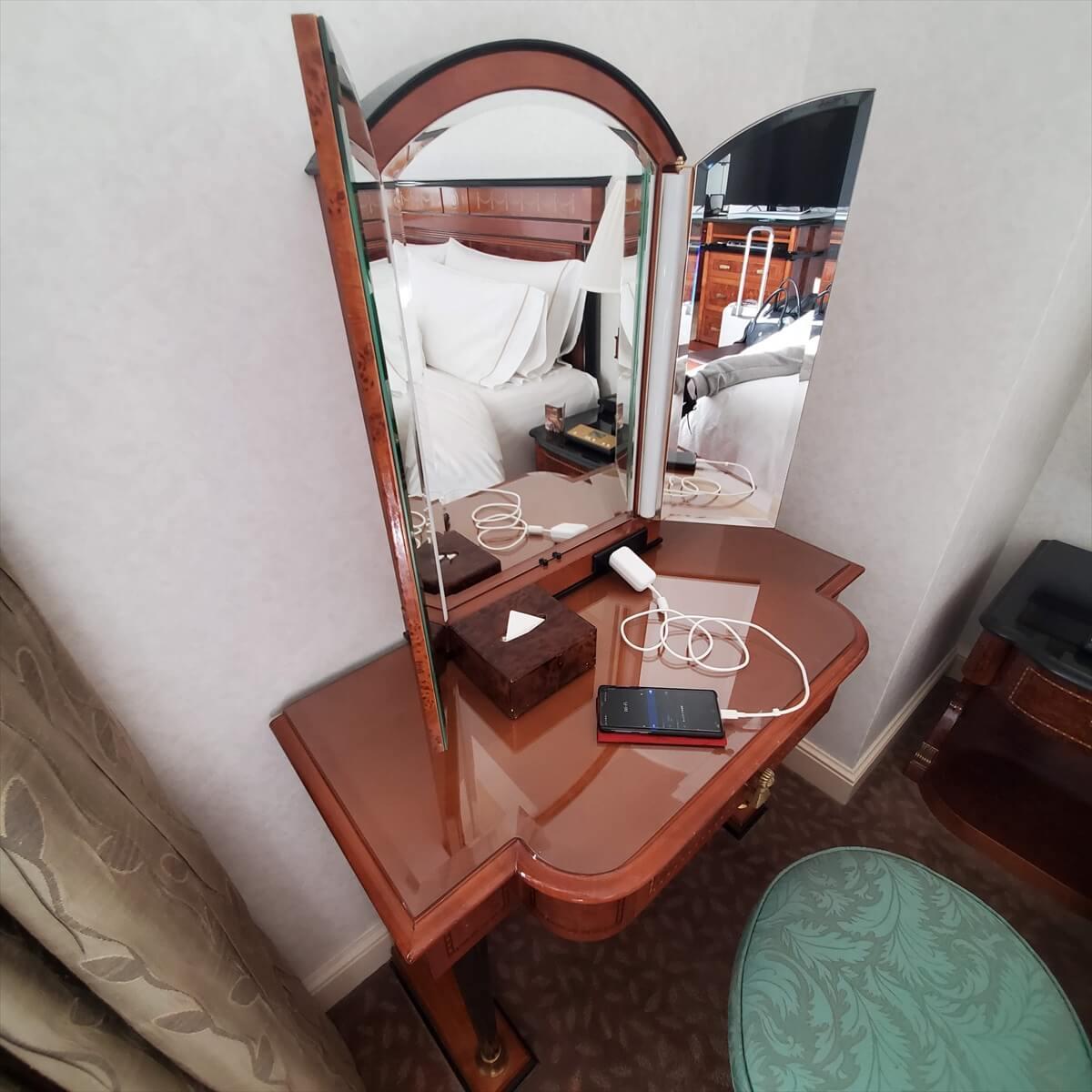 ウェスティンホテル東京のエグゼクティブルームキングの部屋の鏡台