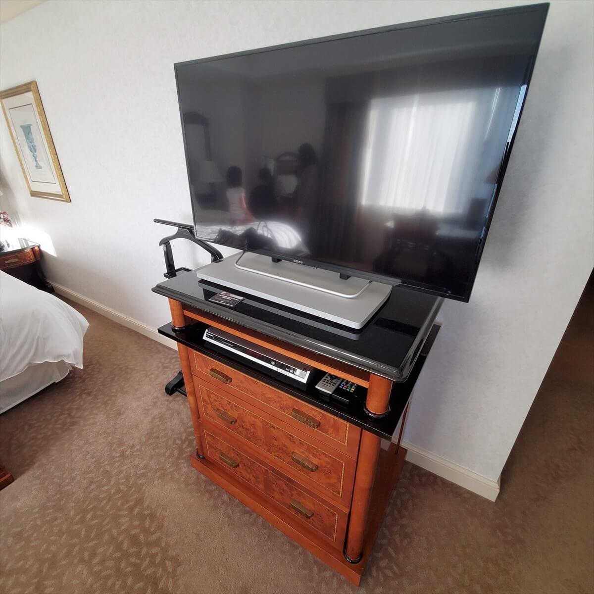 ウェスティンホテル東京のエグゼクティブルームキングの部屋のテレビ